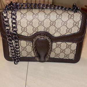Gorgeous crossbody bag !